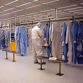 Cung cấp trang thiết bị và đồng phục phòng sạch.