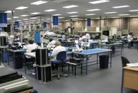 Tại sao phải chống tĩnh điện cho sàn nhà máy sản xuất?