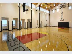Nhà thi đấu đa năng có cần lắp sàn PVC?
