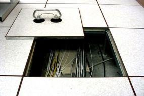 Tại sao nên chọn sàn nâng kỹ thuật chống tĩnh điện?